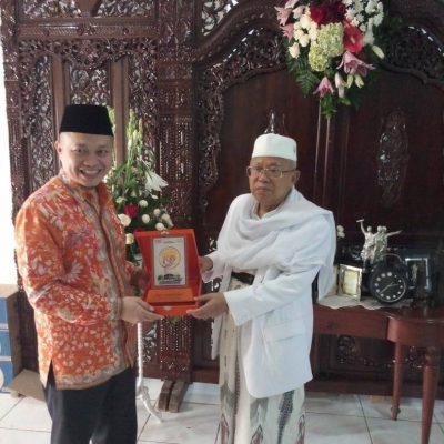 Hasan Gaido bersama Wakil Presiden Republik Indonesia, KH. Ma'ruf Amin.
